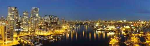 Im Stadtzentrum gelegenes Vancouver und Granville Brückenpanorama Lizenzfreie Stockbilder