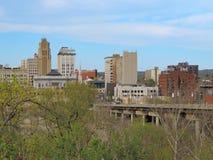 Im Stadtzentrum gelegenes Youngstown Ohio während des Frühlinges Stockbild