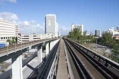Im Stadtzentrum gelegenes Zugsystem Miamis, Florida, USA Stockbilder
