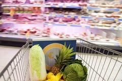 Im Supermarkt Stockbild