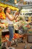 Im Supermarkt Stockbilder