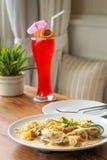 Im Weinlese-Restaurant Lizenzfreies Stockbild