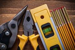 Ima di legno di vista superiore del tester della taglierina delle pinze del livello d'acciaio della costruzione Fotografia Stock Libera da Diritti