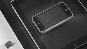 iMac iPad i iPhone 3gs smartphone jeden nad inny zdjęcie wideo