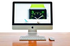 IMac mit neuem iWatch auf Anzeige Stockbilder
