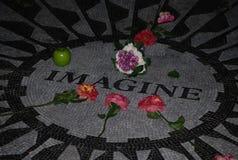 Imagínese el tributo del mosaico a John Lennon en el Central Park fotos de archivo libres de regalías