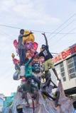 Image éditoriale documentaire Les passionnés apportent Loard Ganesha d'atelier pour le cortège avec de grandes foules pendant Lor Photos libres de droits