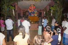 Image éditoriale documentaire Passionnés autour de la statue FO de ganesha le festival Images stock