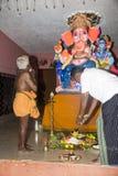 Image éditoriale documentaire Passionnés autour de la statue FO de ganesha le festival Photographie stock libre de droits