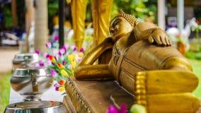 Image étendue d'or de Bouddha photographie stock