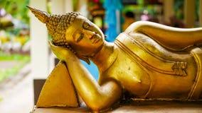 Image étendue d'or de Bouddha photos stock