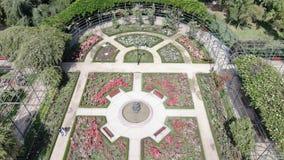 Image aérienne d'une roseraie à un parc photos libres de droits