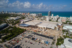 Image aérienne du Miami Beach Convention Center sous le construc image stock