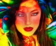 Image abstraite, écharpe en soie avec un modèle de fleur et visage d'une beauté asiatique Images libres de droits