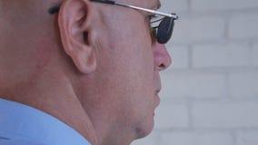 Image avec l'homme d'affaires sûr Wearing Sunglasses images stock