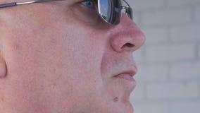Image avec un homme d'affaires sûr Wearing Sunglasses images libres de droits