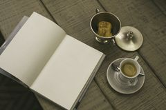 Coffee and a book Royalty Free Stock Photos