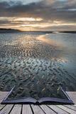 Image côtière de paysage de marée basse de belle plage au lever de soleil avec Image stock