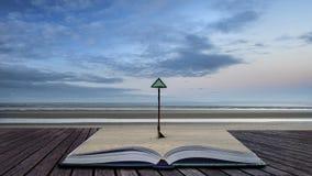 Image côtière de paysage de marée basse de belle plage au lever de soleil avec Image libre de droits