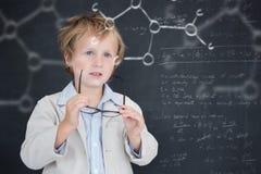 Image composée d'élève mignon tenant des verres Photos libres de droits