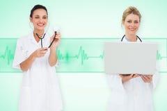 Image composée d'équipe médicale féminine heureuse Images libres de droits