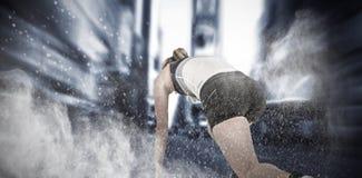 Image composée d'athlète féminin en position prête à fonctionner photo stock