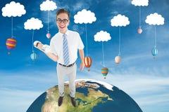 Image composée d'haltère de levage d'homme d'affaires heureux geeky Image libre de droits
