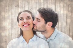 Image composée d'homme bel embrassant l'amie sur la joue Photo libre de droits