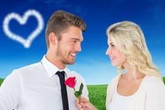Image composée d'homme bel souriant à l'amie tenant une rose Photo stock