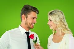 Image composée d'homme bel souriant à l'amie tenant une rose Image stock