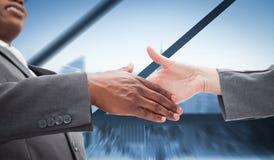 Image composée d'homme d'affaires allant serrant une main Image libre de droits