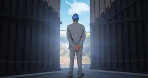 Image composée d'homme d'affaires avec le casque tournant le sien de nouveau à l'appareil-photo 3d Photo libre de droits