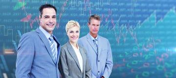 Image composée d'homme d'affaires dans une rangée avec son équipe d'affaires Image stock