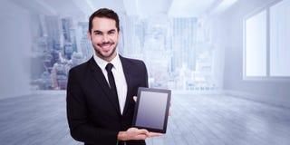 Image composée d'homme d'affaires de sourire montrant son PC de comprimé Images stock