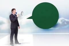 Image composée d'homme d'affaires debout criant par un mégaphone avec la bulle de la parole Photos stock