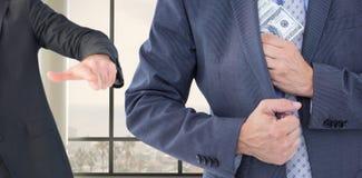 Image composée d'homme d'affaires maintenant l'argent dans la veste Photographie stock