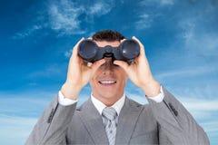 Image composée d'homme d'affaires tenant des jumelles image libre de droits