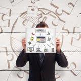 Image composée d'homme d'affaires tenant une carte blanche devant son visage Photo libre de droits