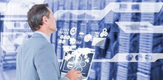Image composée d'homme d'affaires utilisant l'ordinateur portable 3d Photographie stock libre de droits