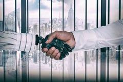 Image composée d'image composée de l'homme d'affaires et du robot se serrant la main image libre de droits