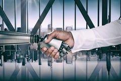 Image composée d'image d'infographie de l'homme d'affaires et du robot se serrant la main photo libre de droits