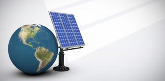 Image composée d'image digitalement produite du globe 3d et de l'équipement solaire Image libre de droits