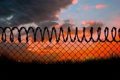 Image composée de barrière de barbelé par le fond blanc 3d Image libre de droits