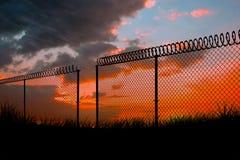 Image composée de barrière de chainlink sur le fond blanc 3d Images stock
