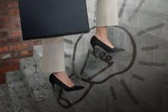 Image composée de basse section des étapes s'élevantes de femme d'affaires avec la serviette Image libre de droits