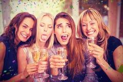 Image composée de belles femmes faisant les visages drôles photographie stock