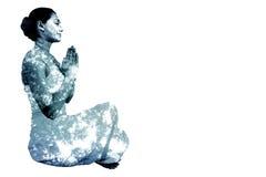 Image composée de brune satisfaite dans la séance blanche dans la pose de lotus photographie stock libre de droits