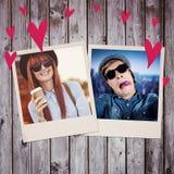 Image composée de café potable de sourire de femme de hippie Photographie stock libre de droits
