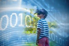 Image composée de code binaire sur l'écran numérique Photographie stock libre de droits