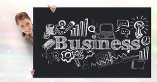 Image composée de Digital de femme d'affaires tenant le panneau d'affichage avec le texte et les icônes d'affaires image libre de droits